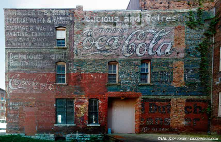 IA_Burlington_CocaColaNarrowBldg_00.jpg